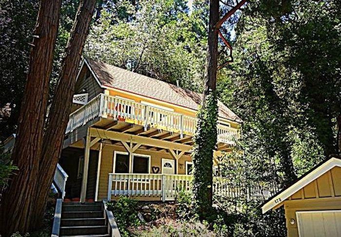 Къща в калифорнийска гора.