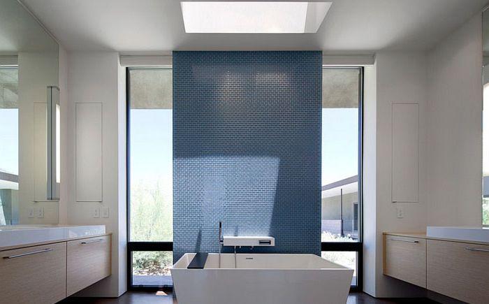 Minimalistyczna wanna autorstwa Ibarra Rosano Design Architects