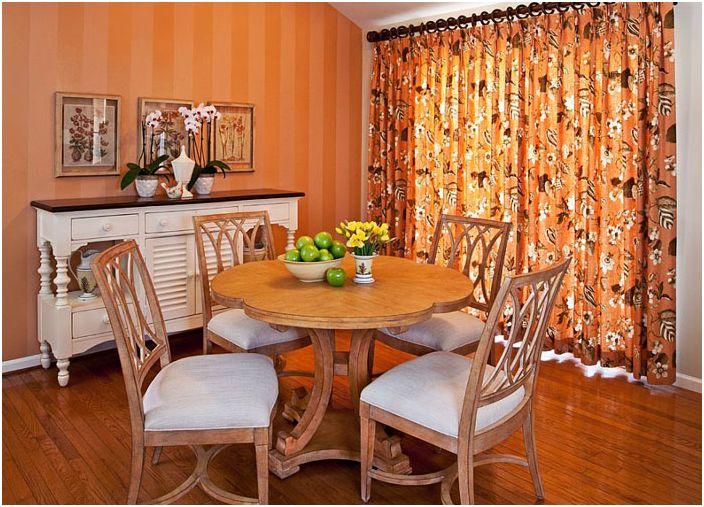 Фойерверки от цветове: стилна трапезария в оранжеви тонове