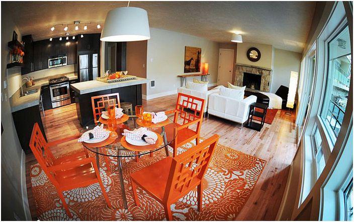 Трапезария с отворен план оранжева
