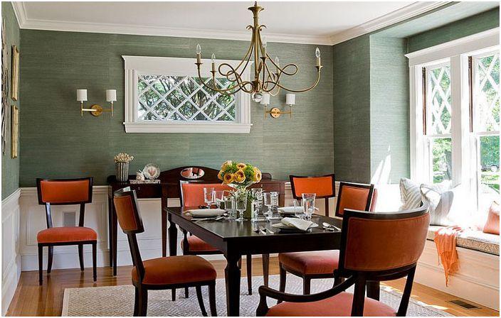 Съвременна трапезария в зелено и оранжево от Lovejoy Designs