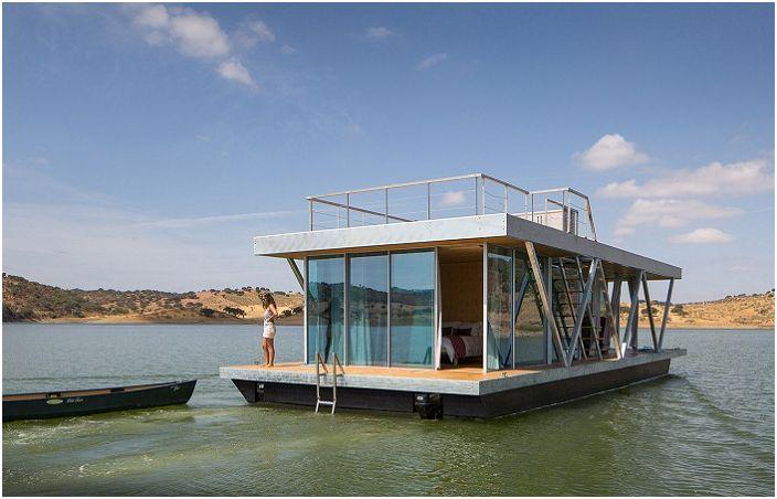 Floatwing - плавучий дом с моторчиками.