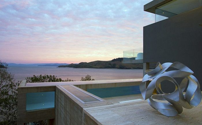Проектиран от Renato D'Ettorre Architects.
