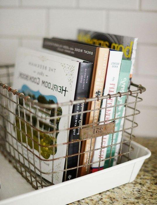 Идея номер 15. Метална кошница за съхранение на книги