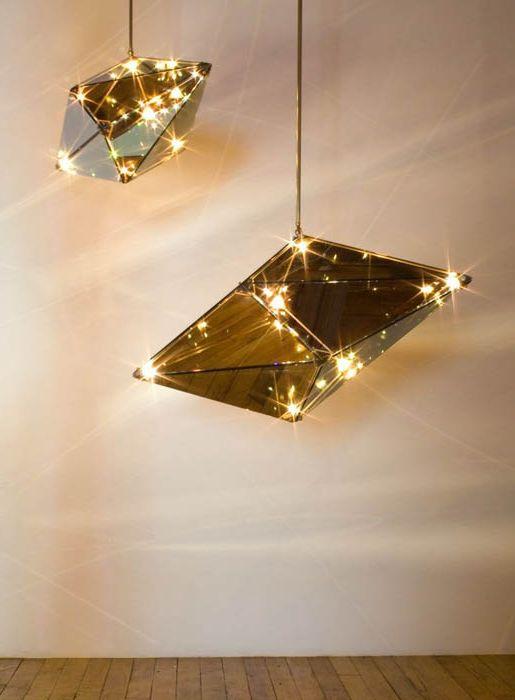 Лампи, изработени от нарязано стъкло.
