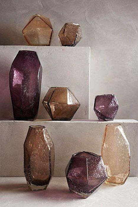 Геометричные вазы из цветного стекла.