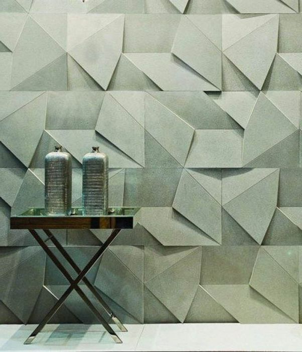 Стенна декорация, изработена от прости геометрични фигури.