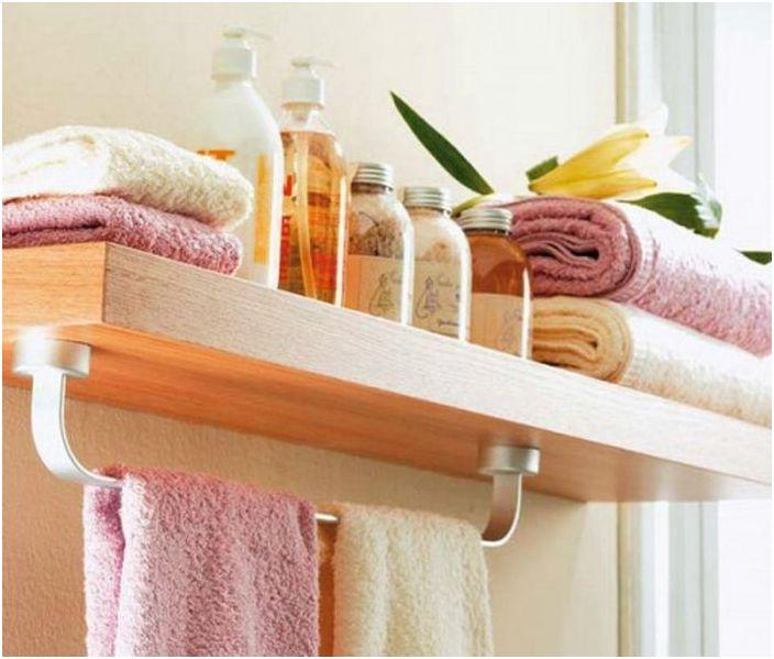 8. Шарнирен рафт в банята