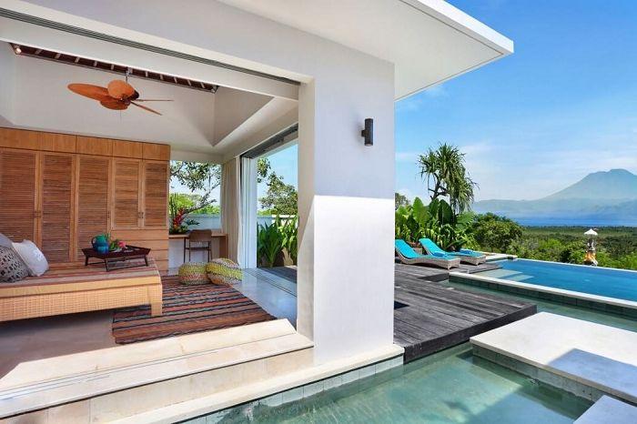 353 градуса на север е луксозна вила на Бали.
