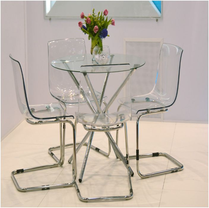 Прозрачните мебели създават ефирно пространство
