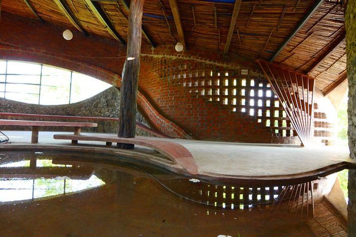 Тухлена къща. Интериорният дизайн е изработен от естествени материали.