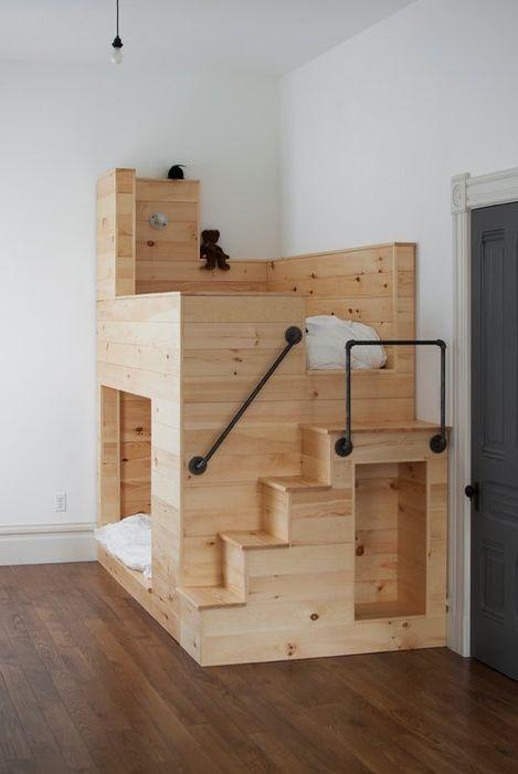 Многофункционално таванско легло.