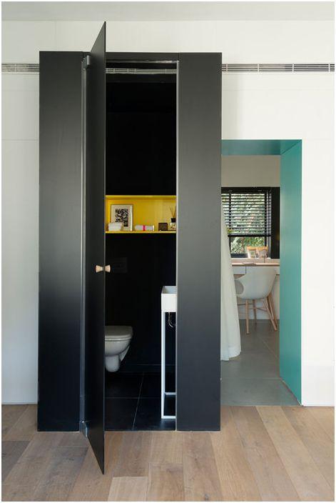 Druga łazienka wykonana jest w kolorze czarnym
