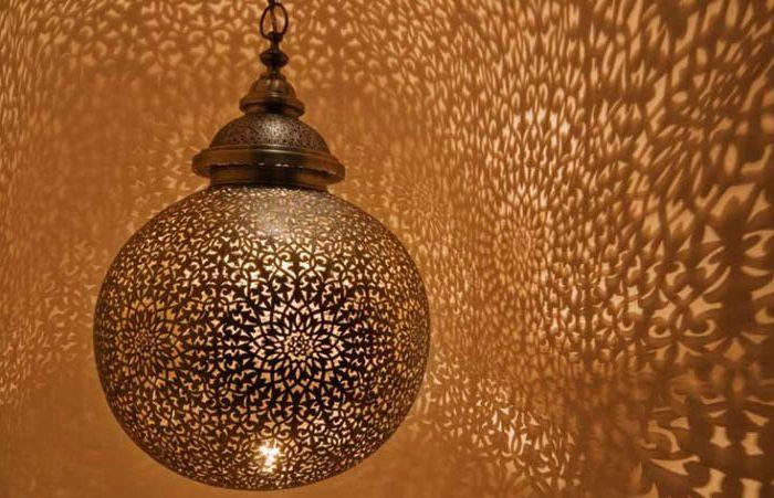 Метална лампа в марокански стил