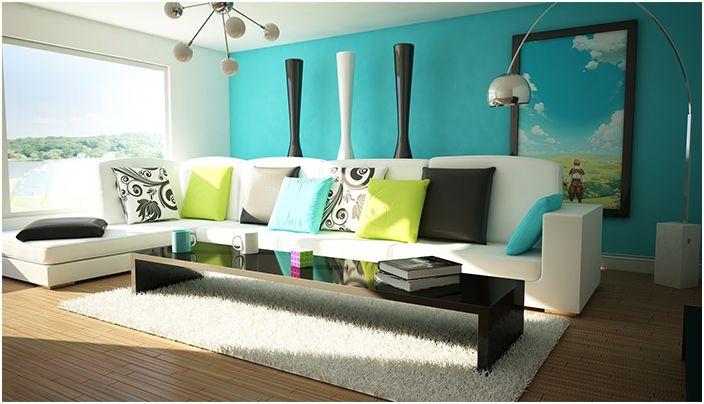 Красив интериор на стаята в сини тонове с шикозен бял диван.