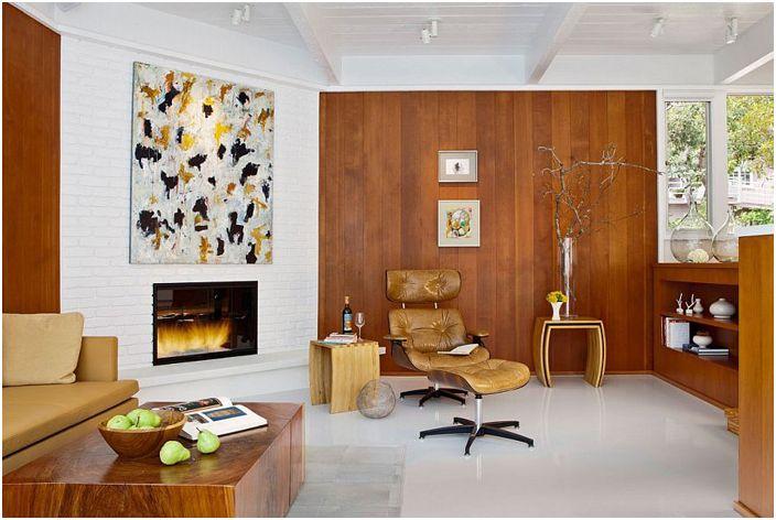 Кирпичная и деревянная стены в гостиной