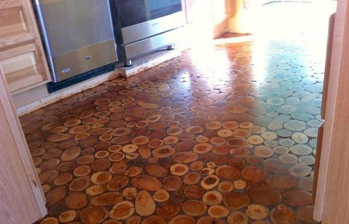 Eko-podłoga wykonana z drewnianych desek.