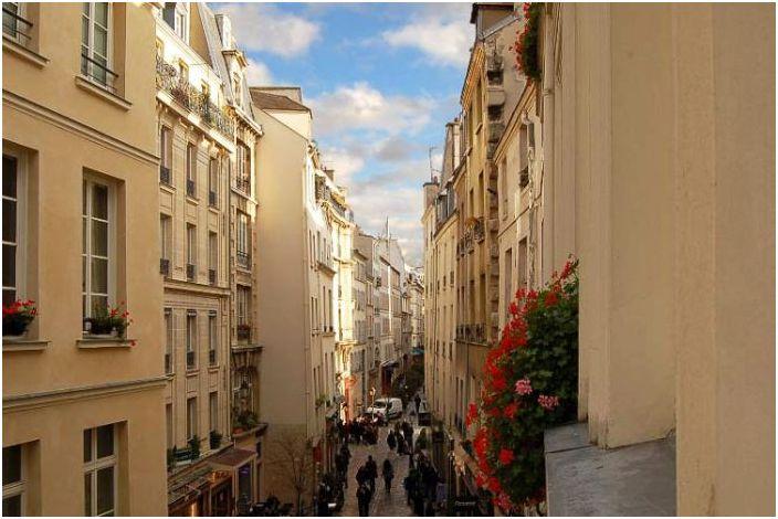 Квартира находится в одном из исторических зданий Парижа