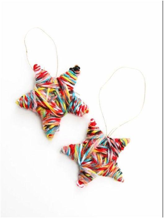 Коледни играчки от многоцветни конци