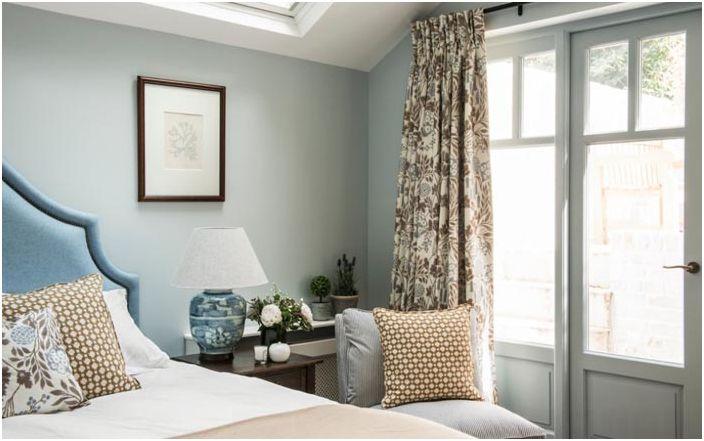 Светлая хозяйская спальня