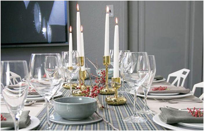 Свещи на масата