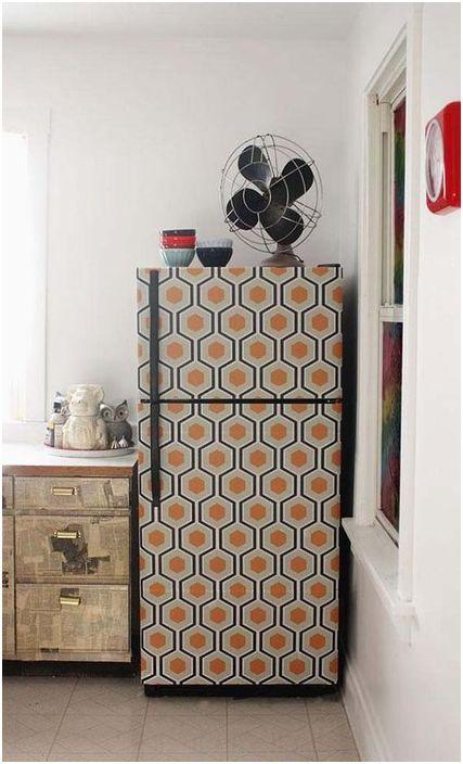 Vous pouvez utiliser un film auto-adhésif pour décorer le réfrigérateur.