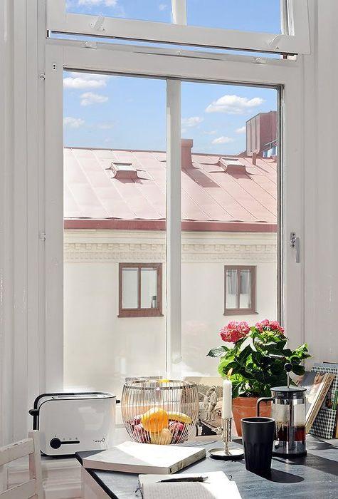 Det er bare ett vindu i leiligheten