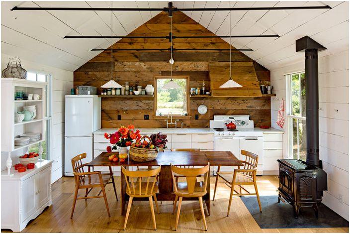Дизайнерът е проектирал малка къща с минимални разходи