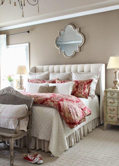 За да оживите спалнята е достатъчно да изберете легло с красив нюанс.