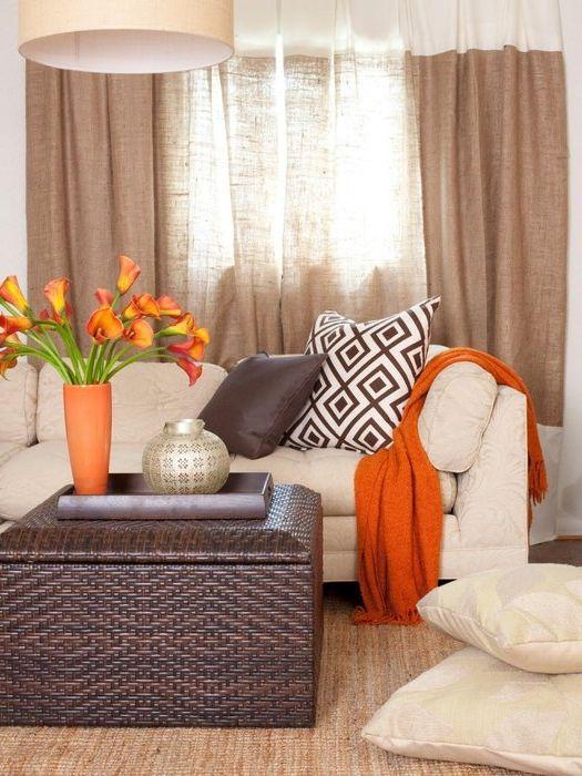Сочен оранжев цвят в бежов интериор