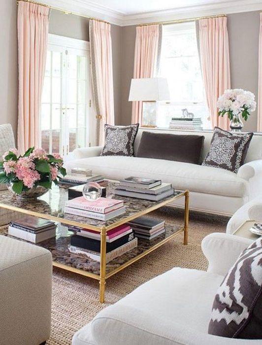 Бежови и розови цветове в интериора на хола