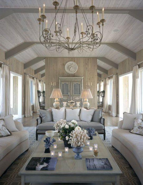 Голям красив полилей в хола