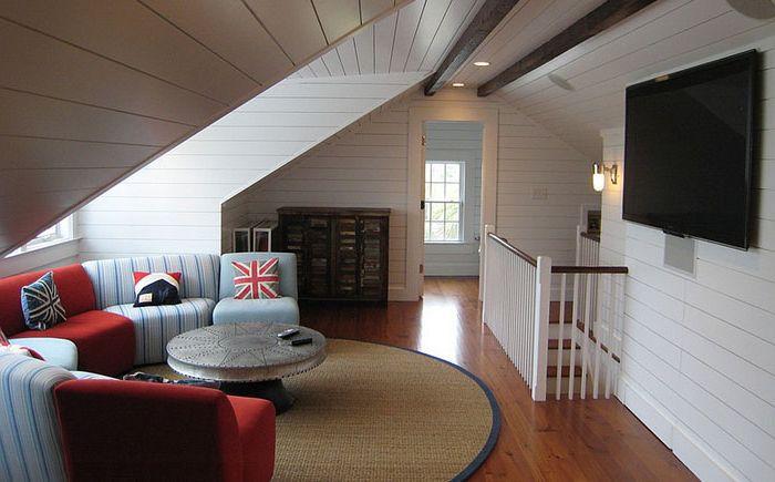 Tetőtéri nappali a Sea Island Builders által