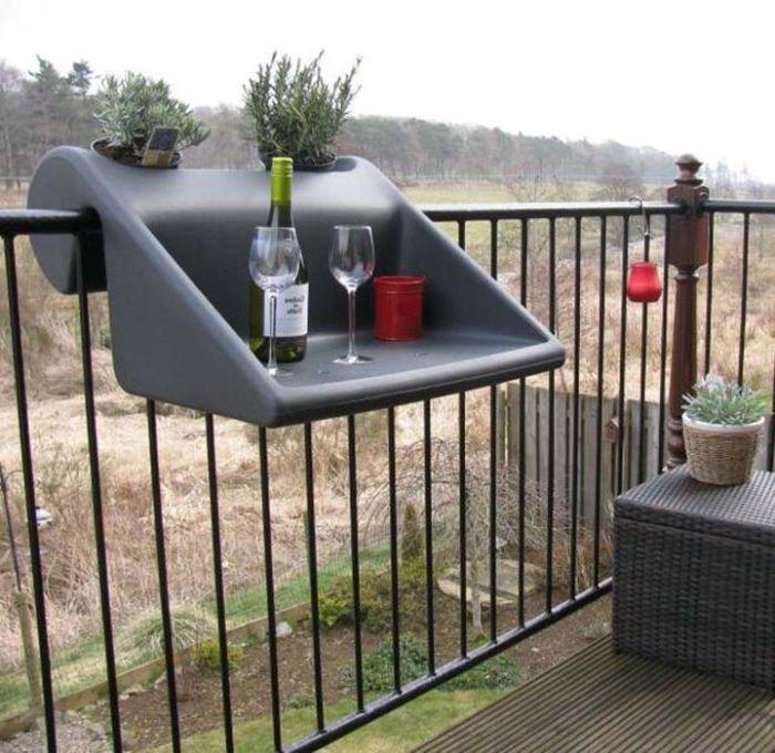 Мобильный столик для балкона