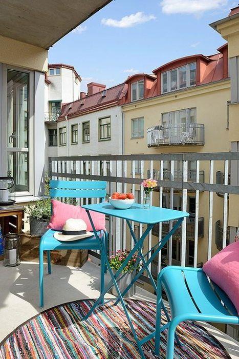 Метални мебели на балкона