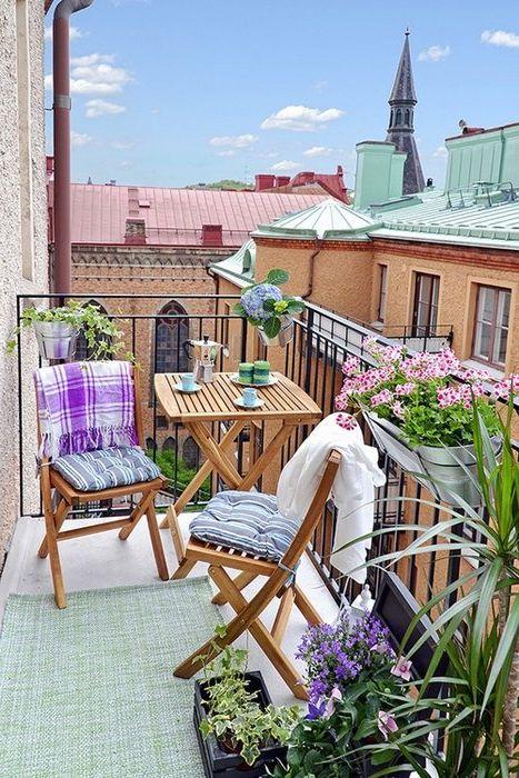 Małe wnętrze balkonu
