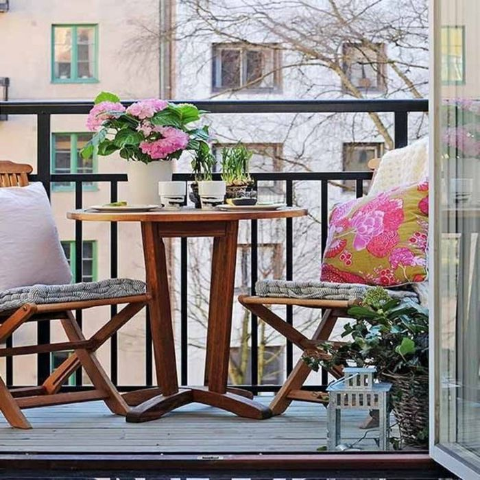 Лаконичен дизайн на малък балкон