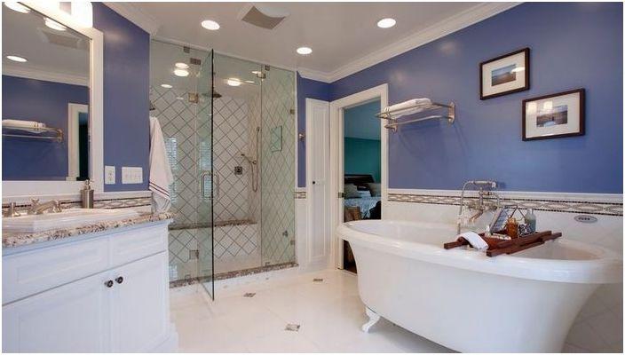Niebieskie wnętrze łazienki