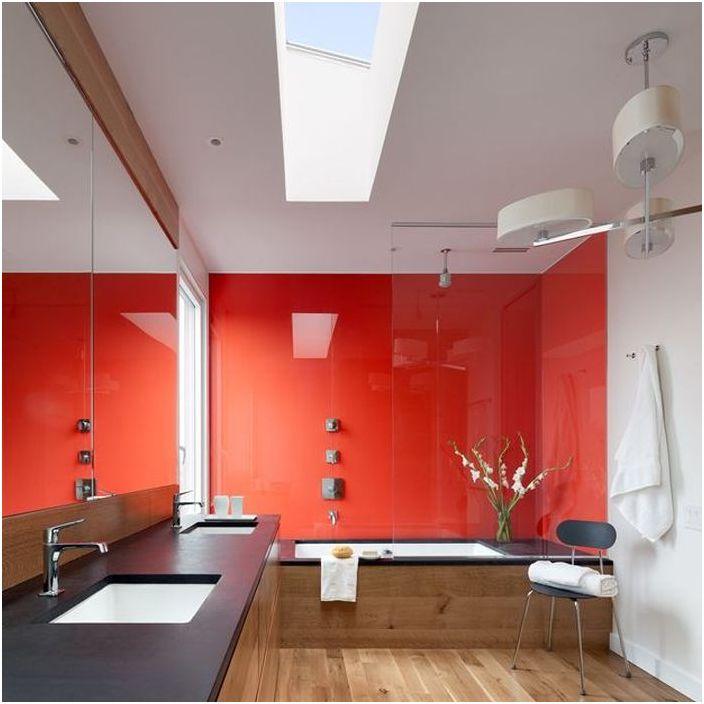 Червен цвят в интериора на банята