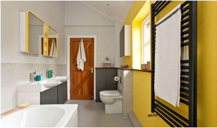 Żółty we wnętrzu łazienki