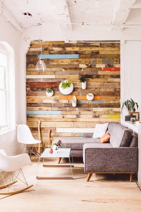Kaareva seinä voidaan koristaa vintagelevyillä, mikä näyttää erittäin tyylikkäältä