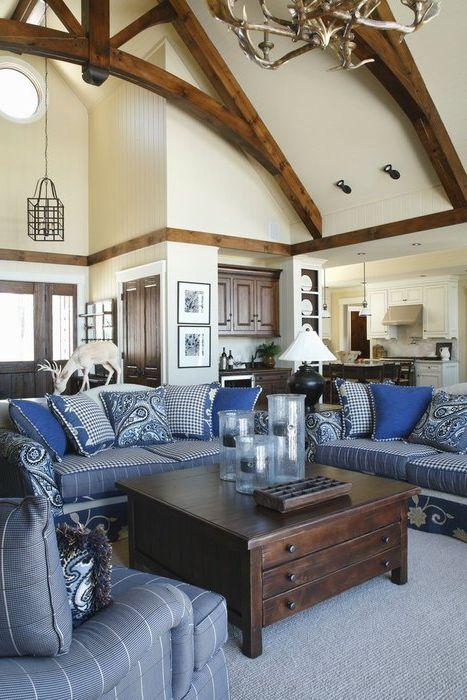 Коричневый и синий в интерьере гостиной