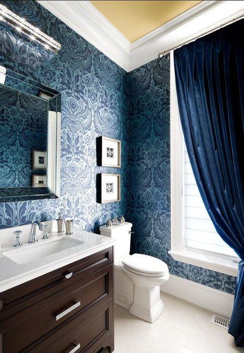 Синьо в банята