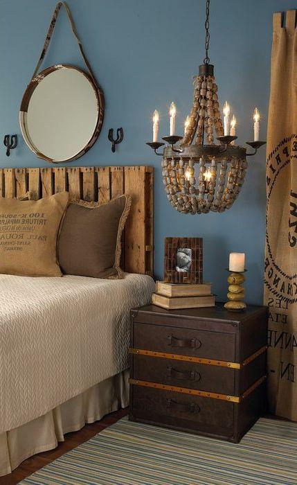 Оттенки синего и коричневого в интерьере спальни