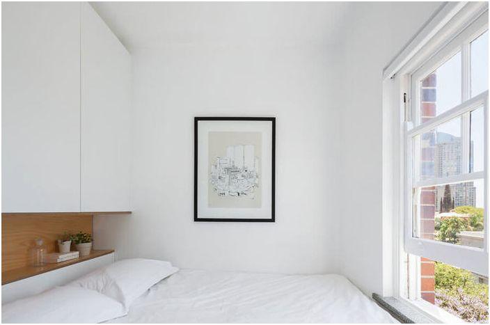 Bardzo małe wnętrze sypialni