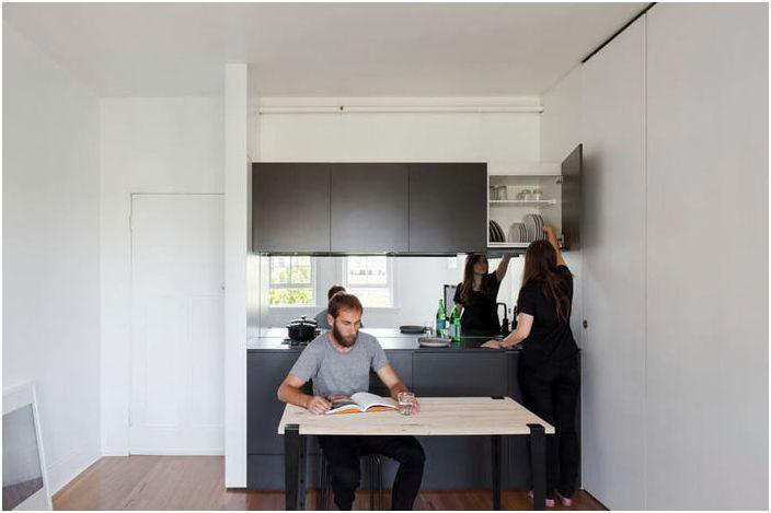 Kuchnia i jadalnia w małym pomieszczeniu