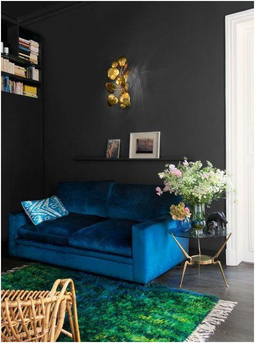 Струва си да експериментирате с цвета на дивана и стените.