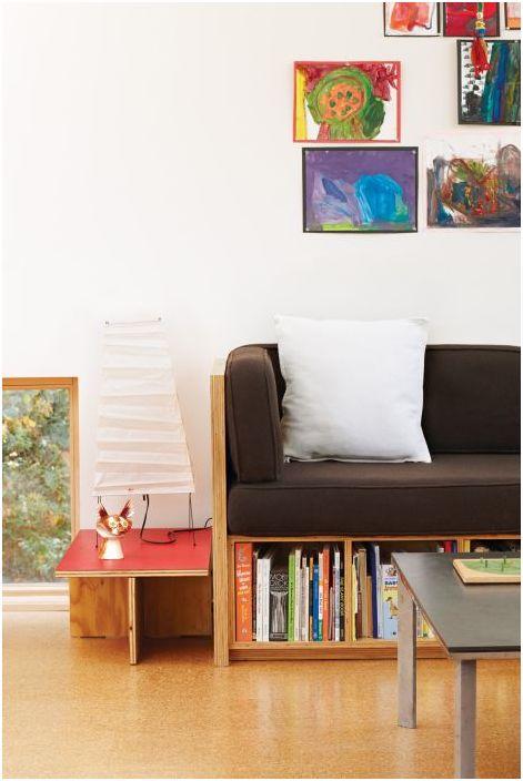Кафяв диван - практично решение за малка всекидневна