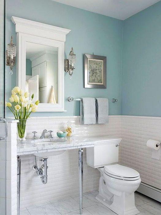 Небесно синьо в интериора на банята