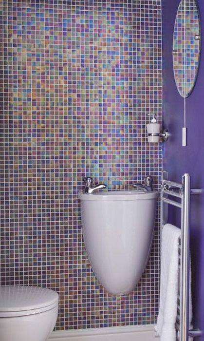 Аквамарин нюанси в интериора на малка баня